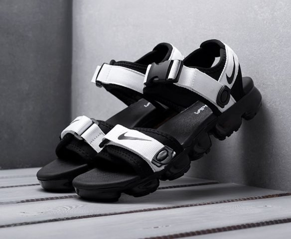 Сандали Nike черно-белые