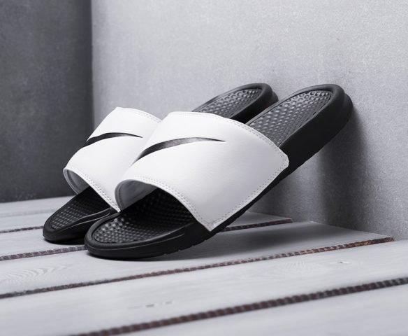 Сланцы Nike черно-белые