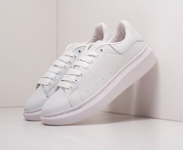 Alexander McQueen Lace-Up Sneaker white