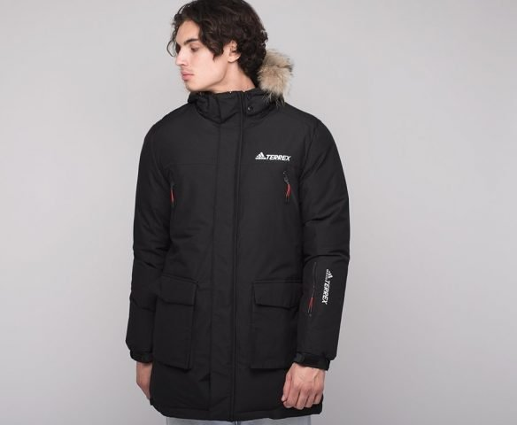 Черная куртка зимняя Adidas