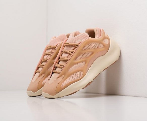 Adidas Yeezy Boost 700 v3 beige